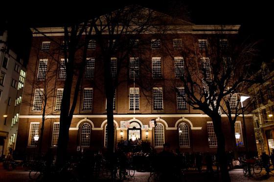 Maagdenhuis in het donker